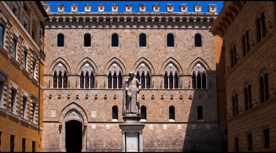 Palazzo Piccolomini e Logge del Papa